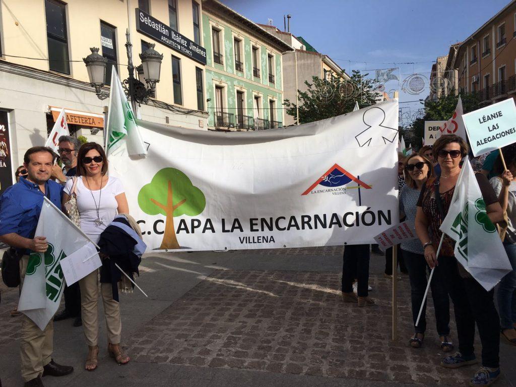 El CC Apa La Encarnación de Villena se une a la protesta contra la eliminación de aulas que afecta al CC Sagrada Familia de Elda.
