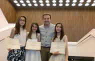 Tres alumnos de La Encarnación  premios extraordinarios académicos de primaria con un 10 de media.