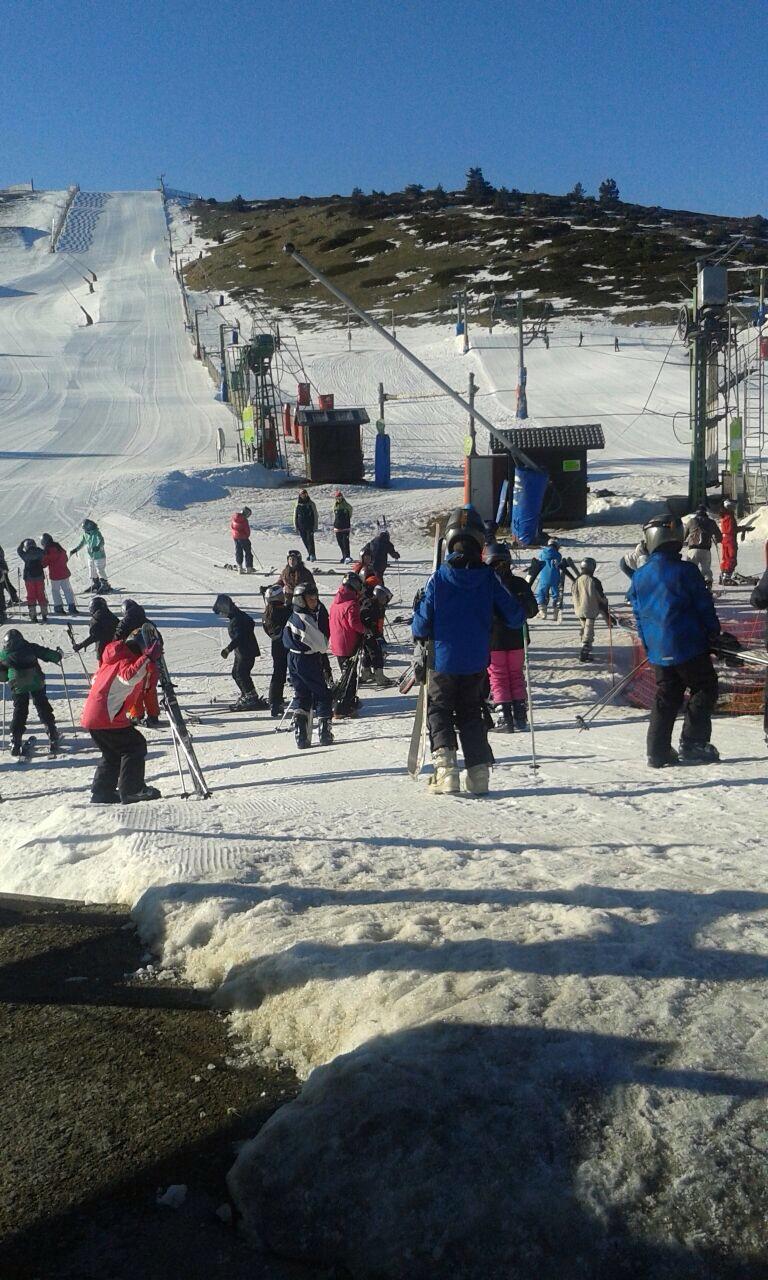 Los alumnos de 6° esquiando en Javalambre