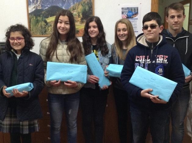 Alumnos ganadores en el concurso de poesía