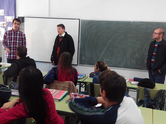 Tres seminaristas visitan nuestro colegio.