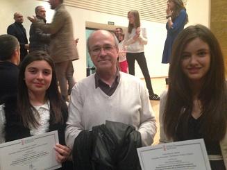 Dos alumnas del CC Apa La Encarnación reconocidas como alumnas extraordinarias de Primaria.